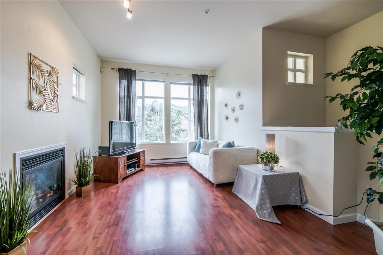 """Photo 2: Photos: 4 935 EWEN Avenue in New Westminster: Queensborough Townhouse for sale in """"COOPERS LANDING"""" : MLS®# R2355621"""