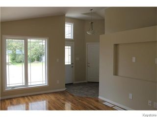 Photo 2: 720 W 1st Street in Stonewall: Residential for sale : MLS®# 1530337