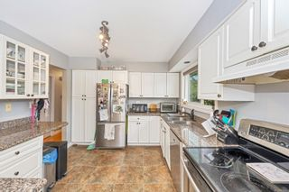 Photo 8: 555 Hallsor Dr in : Co Wishart North House for sale (Colwood)  : MLS®# 878368