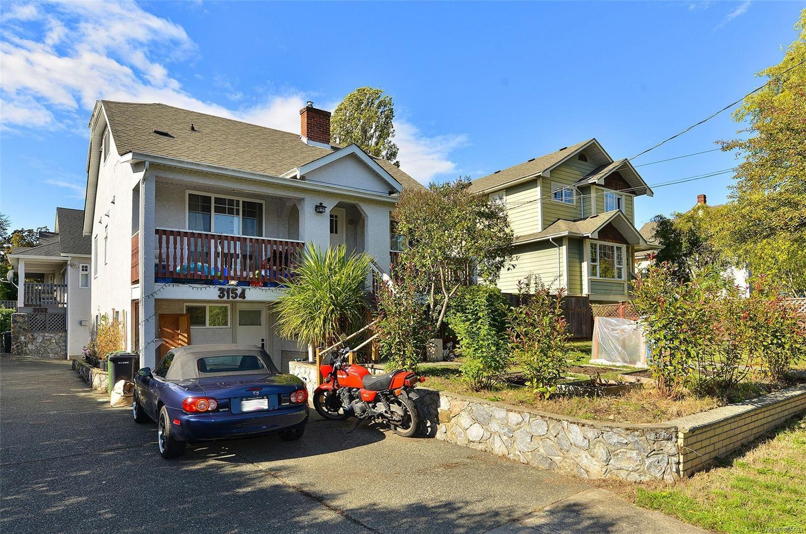 Main Photo: 3154 CARROLL St in : Vi Burnside Half Duplex for sale (Victoria)  : MLS®# 886691