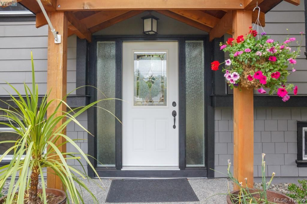 Photo 2: Photos: 3355 Painter Rd in VICTORIA: Co Wishart South House for sale (Colwood)  : MLS®# 818684