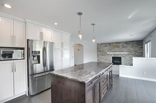 Photo 9: 29 West Cedar Point SW in Calgary: West Springs Detached for sale : MLS®# A1131789