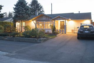 """Photo 2: 1211 SILVERWOOD Crescent in North Vancouver: Norgate House for sale in """"Norgate"""" : MLS®# R2355947"""
