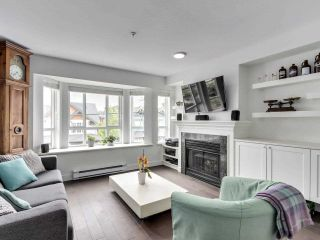 """Photo 4: 210 2545 W BROADWAY Avenue in Vancouver: Kitsilano Townhouse for sale in """"Trafalgar Mews"""" (Vancouver West)  : MLS®# R2590394"""