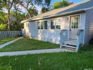 Photo 2: 323 Hall Street in Outlook: Residential for sale : MLS®# SK837687