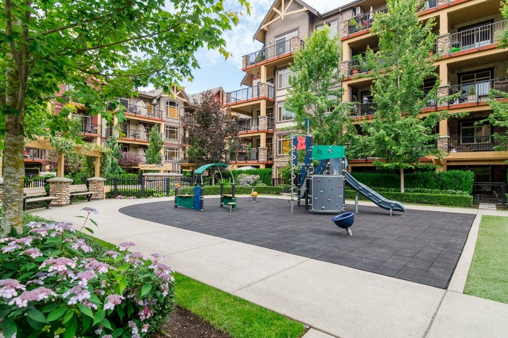 """Photo 5: Photos: 155 8328 207A Street in Langley: Willoughby Heights Condo for sale in """"YORKSON CREEK"""" : MLS®# R2201226"""