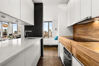 "Photo 4: 1207 989 NELSON Street in Vancouver: Downtown VW Condo for sale in ""THE ELECTRA"" (Vancouver West)  : MLS®# R2567499"