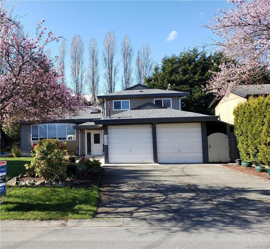 Main Photo: 10306 Gabriola Pl in Sidney: Si Sidney North-East House for sale : MLS®# 835055