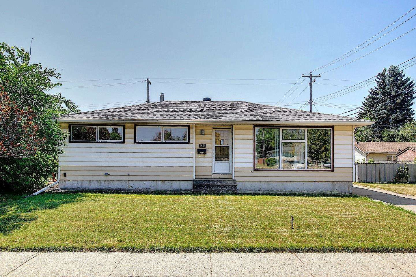 Main Photo: 7311 98 Avenue in Edmonton: Zone 18 House for sale : MLS®# E4253906