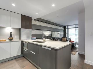 """Photo 2: 1001 288 W 1ST Avenue in Vancouver: False Creek Condo for sale in """"The James Building"""" (Vancouver West)  : MLS®# R2331453"""