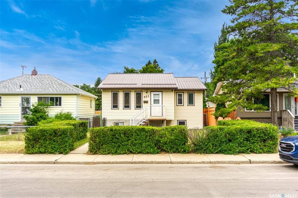 Main Photo: 921 O Avenue South in Saskatoon: King George Residential for sale : MLS®# SK863031