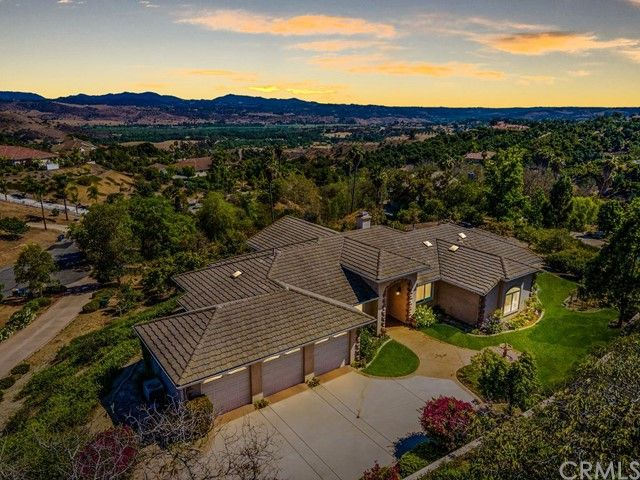 Main Photo: FALLBROOK House for sale : 3 bedrooms : 2201 Dos Lomas