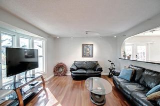 Photo 8: 1931 Pinetree Crescent NE in Calgary: Pineridge Detached for sale : MLS®# A1153335