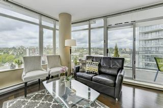 """Photo 1: 2906 892 CARNARVON Street in New Westminster: Downtown NW Condo for sale in """"AZURE II"""" : MLS®# R2361164"""
