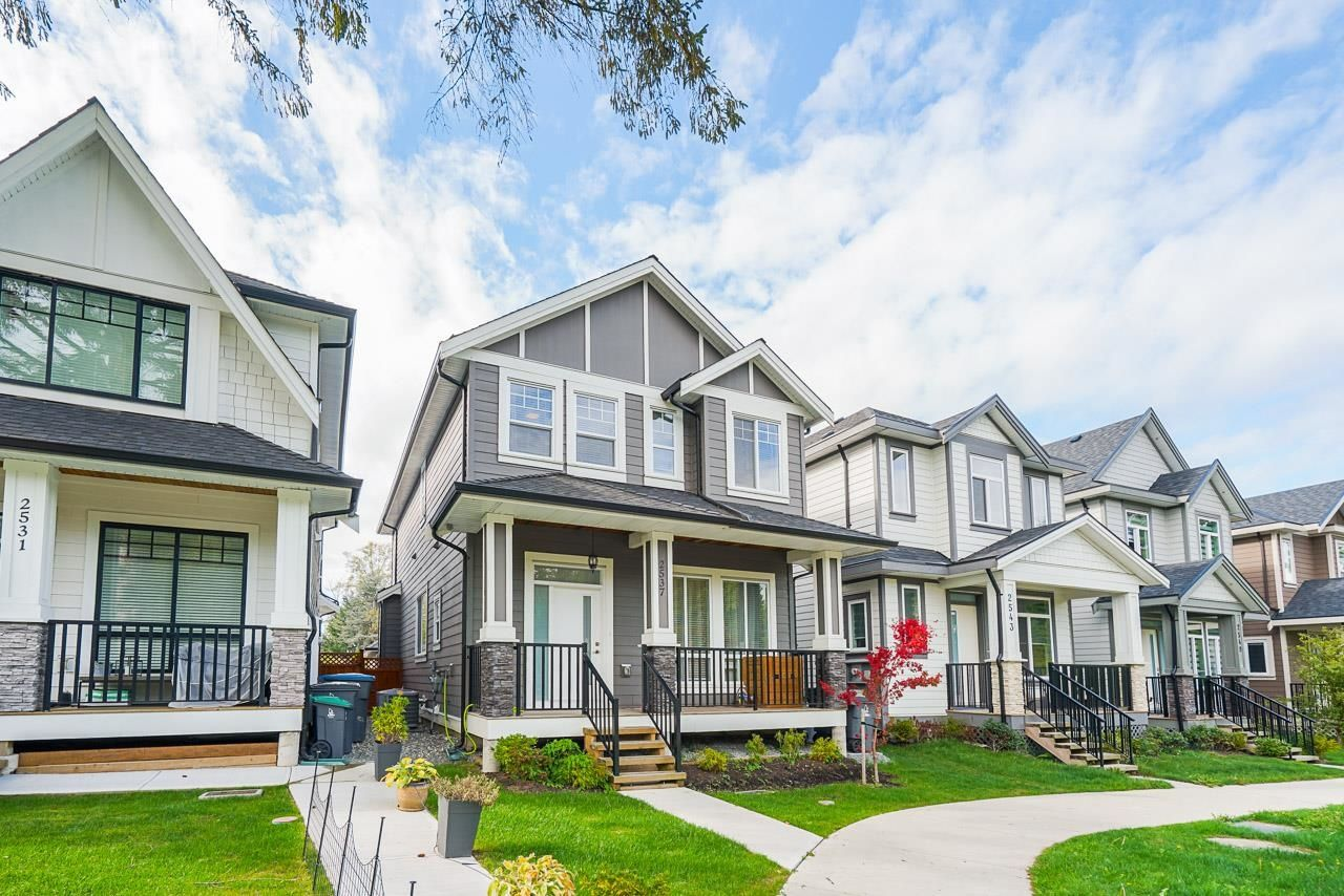 """Main Photo: 2537 168 Street in Surrey: Grandview Surrey House for sale in """"ORCHARD GROVE"""" (South Surrey White Rock)  : MLS®# R2622255"""