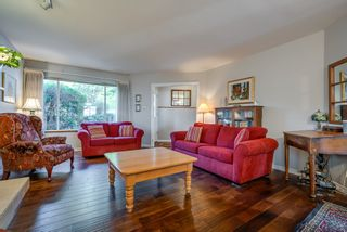 """Photo 5: 135 W ROCKLAND Road in North Vancouver: Upper Lonsdale House for sale in """"Upper Lonsdale"""" : MLS®# R2527443"""
