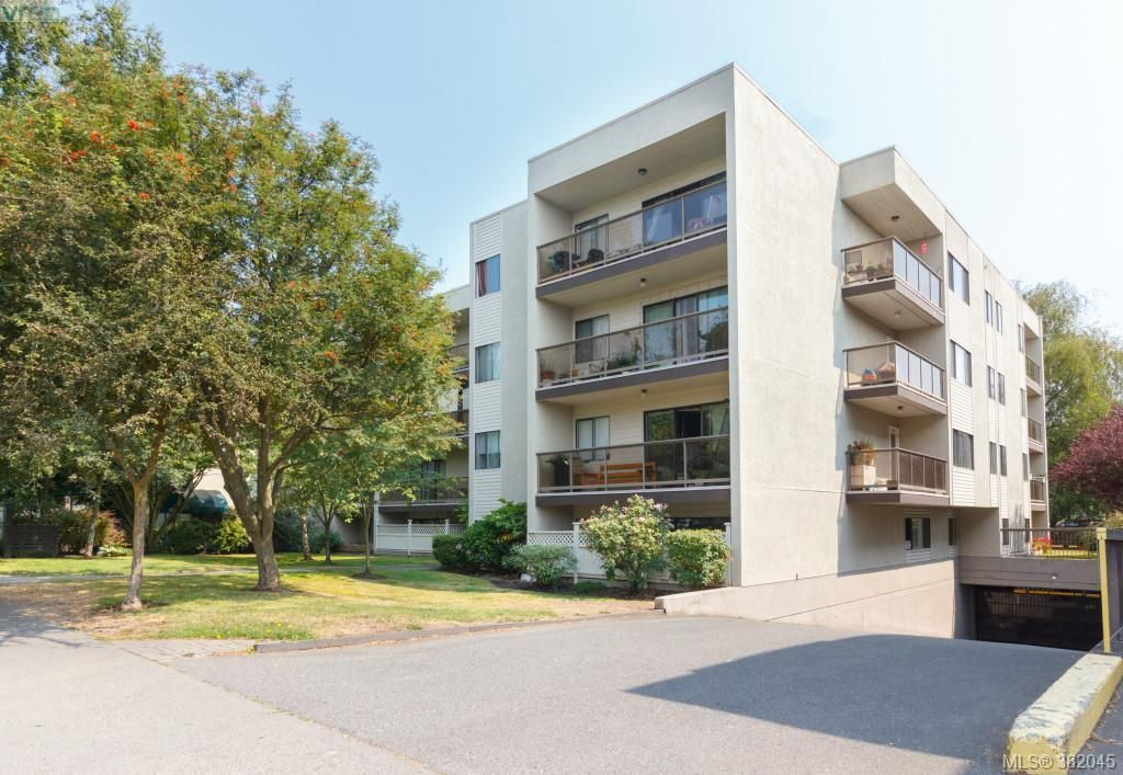 Main Photo: 302 2747 Quadra St in VICTORIA: Vi Hillside Condo for sale (Victoria)  : MLS®# 767550