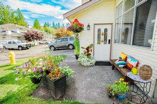 """Photo 3: 17 22900 126 Avenue in Maple Ridge: East Central Townhouse for sale in """"COHO CREEK ESTATES"""" : MLS®# R2482443"""