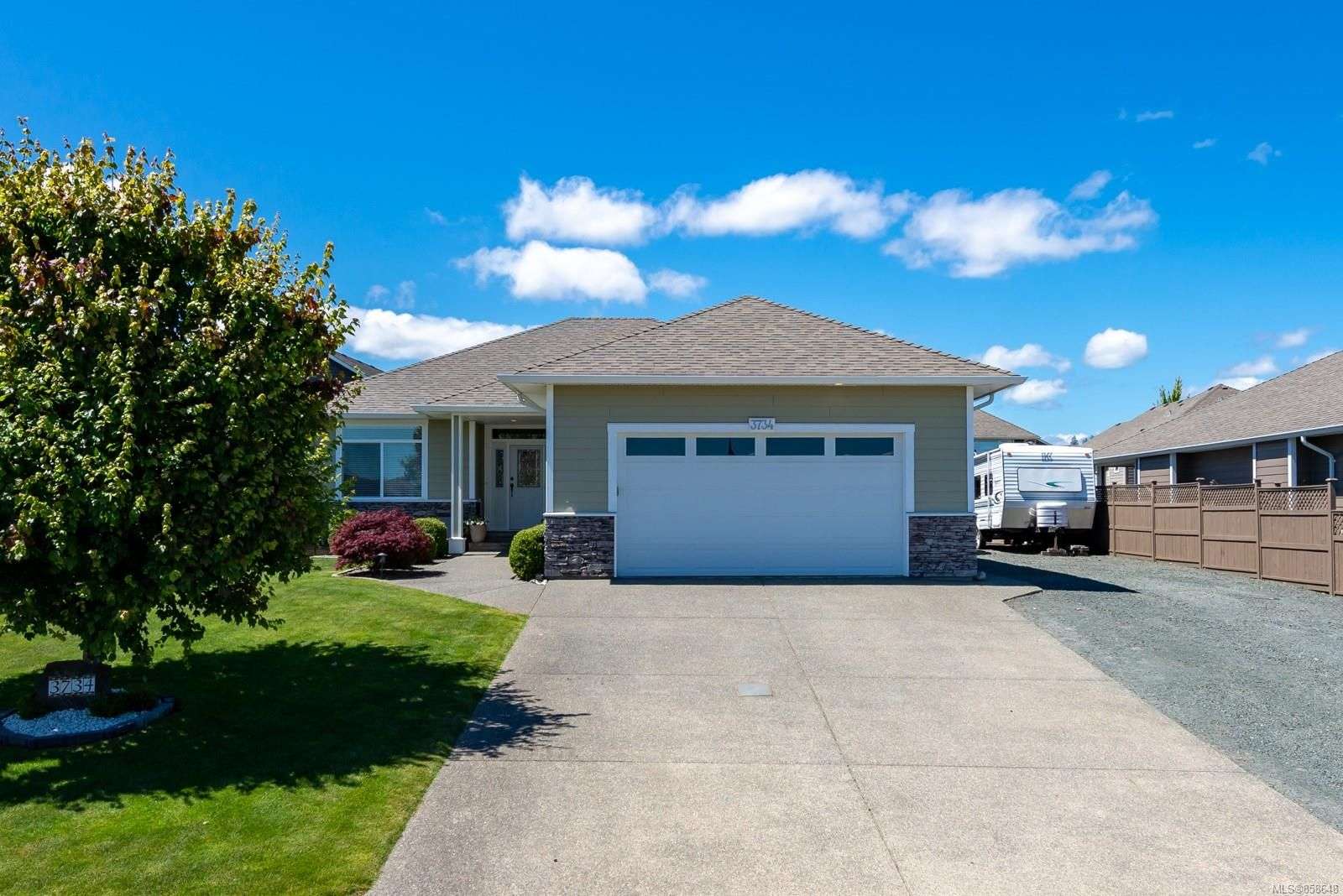 Main Photo: 3734 Valhalla Dr in Campbell River: CR Willow Point House for sale : MLS®# 858648