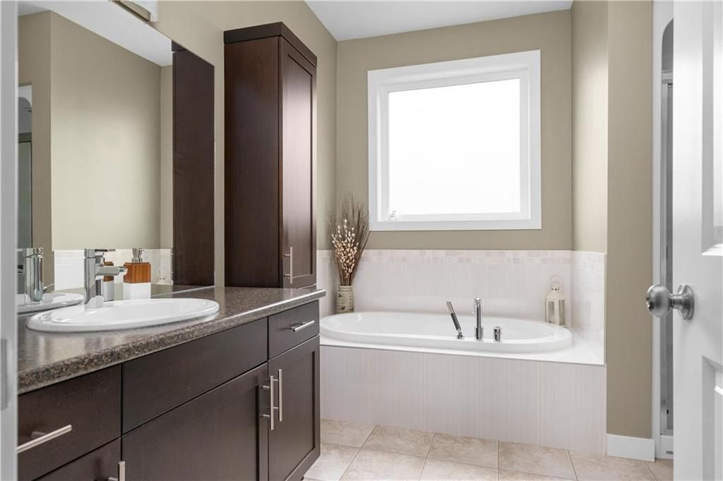 Photo 13: Photos: 22 Vestford Place in Winnipeg: South Pointe Residential for sale (1R)  : MLS®# 202116964