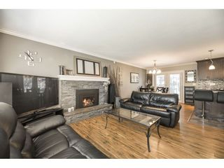Photo 5: 26677 29 Avenue in Langley: Aldergrove Langley House for sale : MLS®# R2567945