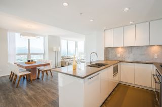 """Photo 7: 3101 5883 BARKER Avenue in Burnaby: Metrotown Condo for sale in """"ALDYNNE ON THE PARK"""" (Burnaby South)  : MLS®# R2372659"""
