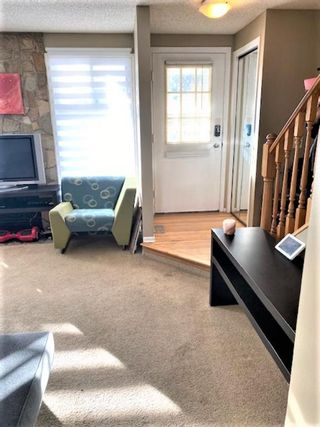 Photo 2: 22 Woodhill Road SW in Calgary: Woodlands Row/Townhouse for sale : MLS®# A1072273