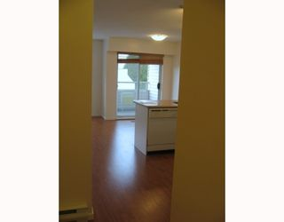"""Photo 6: 303 788 E 8TH Avenue in Vancouver: Mount Pleasant VE Condo for sale in """"CHELSEA COURT"""" (Vancouver East)  : MLS®# V743600"""