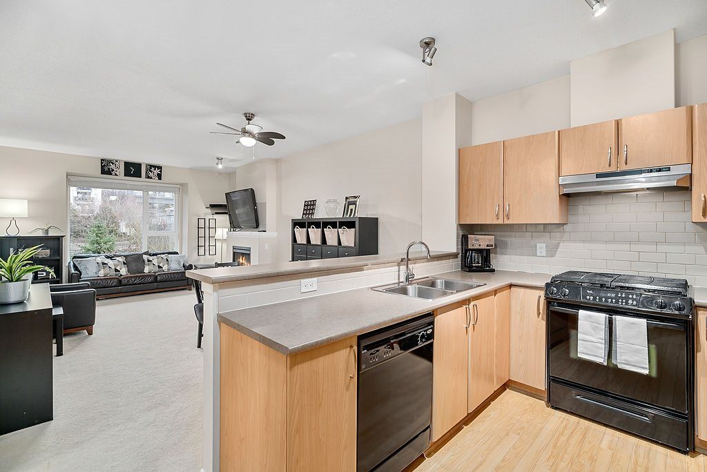 """Main Photo: 402 4723 DAWSON Street in Burnaby: Brentwood Park Condo for sale in """"COLLAGE"""" (Burnaby North)  : MLS®# R2465101"""