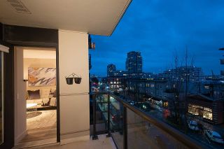 """Photo 13: 404 124 W 1ST Street in North Vancouver: Lower Lonsdale Condo for sale in """"The """"Q"""""""" : MLS®# R2430704"""