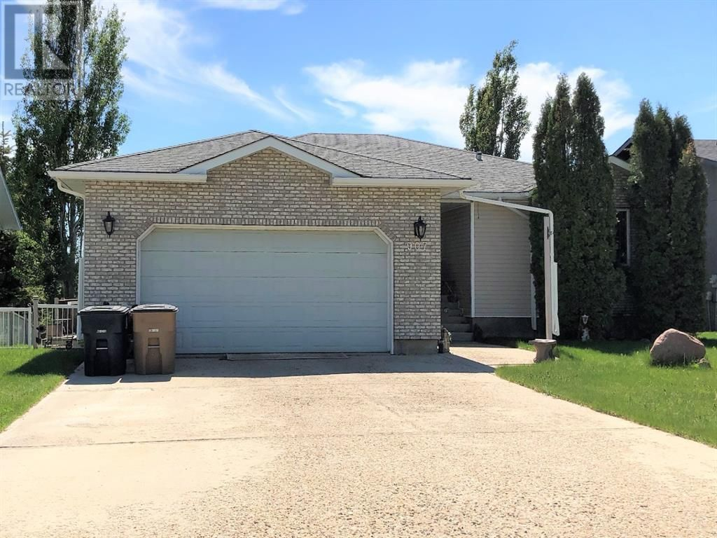 Main Photo: 907 2 Avenue  W in Brooks: House for sale : MLS®# A1115506