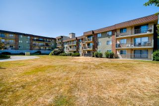 Photo 1: 302 45598 MCINTOSH Drive in Chilliwack: Chilliwack W Young-Well Condo for sale : MLS®# R2602988