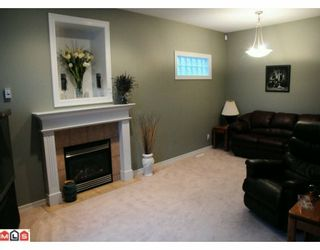 """Photo 3: 117 33751 7TH Avenue in Mission: Mission BC Townhouse for sale in """"HERITAGE PARK"""" : MLS®# F1003770"""