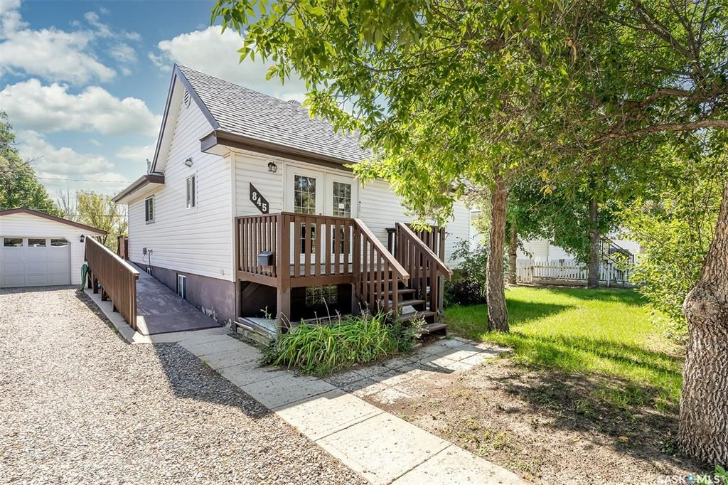 Main Photo: 845 Fairford Street East in Moose Jaw: Hillcrest MJ Residential for sale : MLS®# SK869980