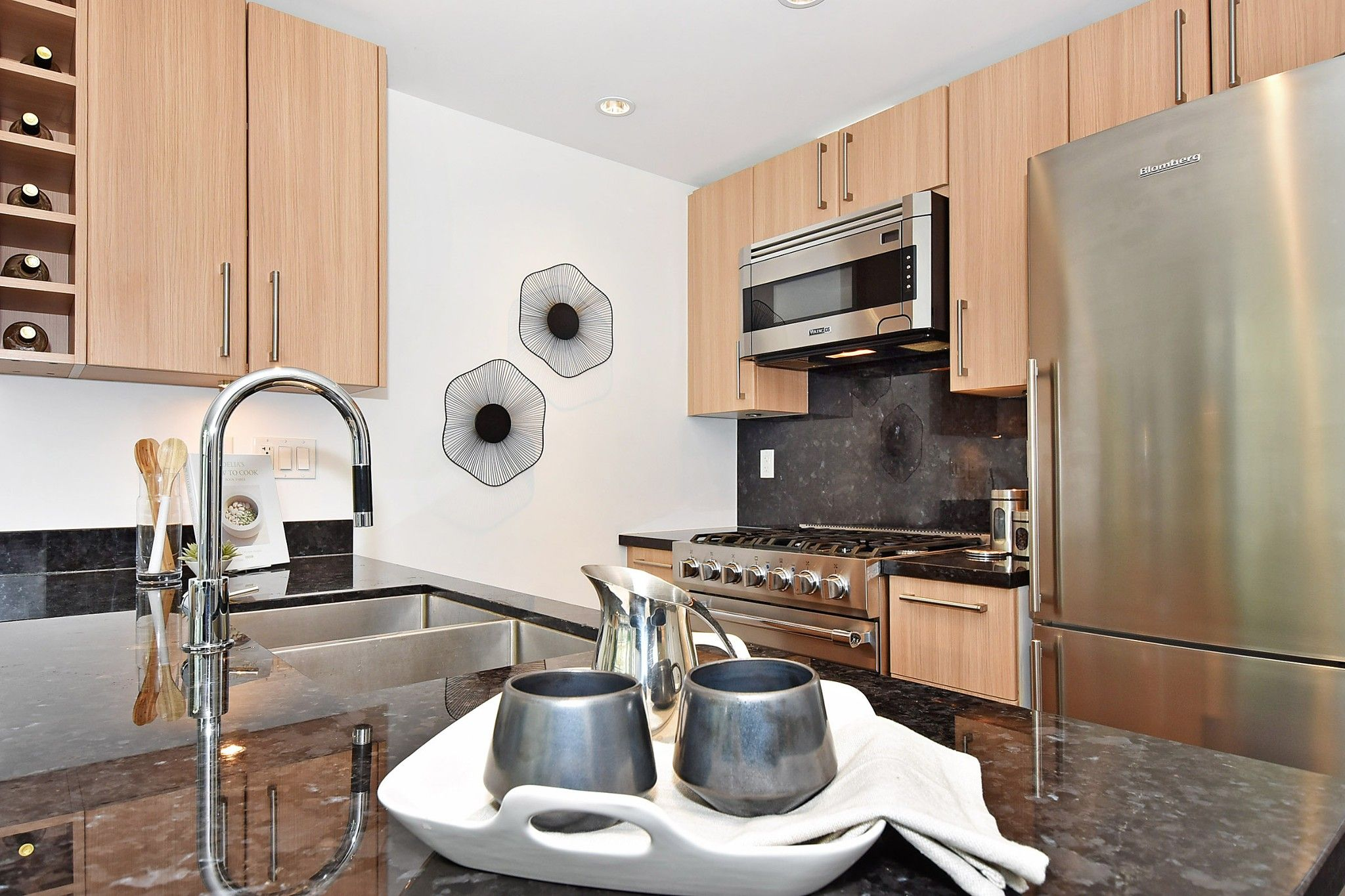 """Photo 7: Photos: 306 138 W 1ST Avenue in Vancouver: False Creek Condo for sale in """"WALL CENTRE FALSE CREEK"""" (Vancouver West)  : MLS®# R2360592"""