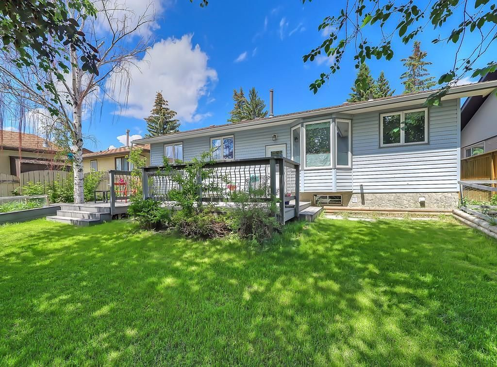 Photo 30: Photos: 7607 68 Avenue NW in Calgary: Silver Springs Detached for sale : MLS®# A1024824
