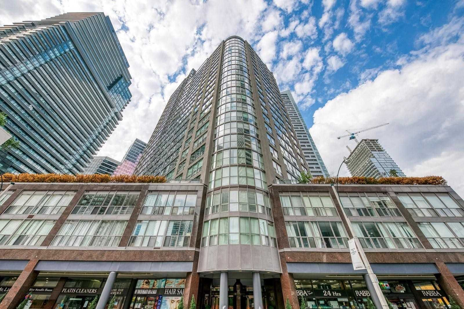 Main Photo: 1811 24 W Wellesley Street in Toronto: Bay Street Corridor Condo for lease (Toronto C01)  : MLS®# C5333031