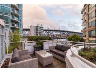 """Photo 2: T09 1501 HOWE Street in Vancouver: Yaletown Townhouse for sale in """"888 BEACH"""" (Vancouver West)  : MLS®# R2020483"""