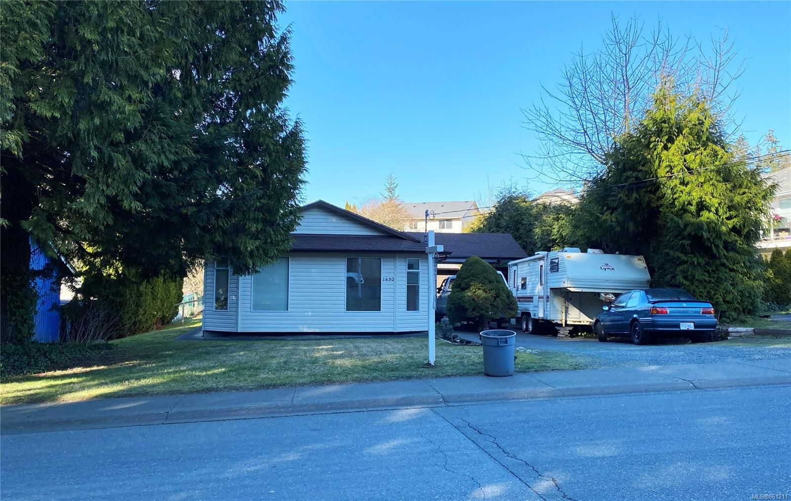 Main Photo: 1630 E 6th St in : CV Courtenay East House for sale (Comox Valley)  : MLS®# 861211