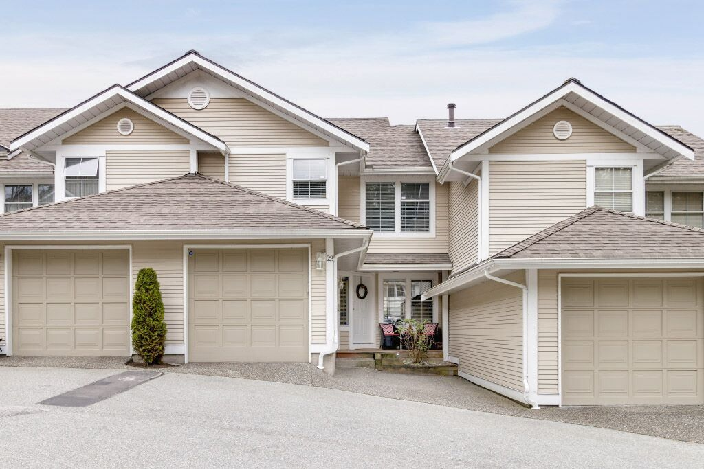 """Main Photo: 23 2590 PANORAMA Drive in Coquitlam: Westwood Plateau Townhouse for sale in """"BUCKINGHAM COURT"""" : MLS®# R2451715"""