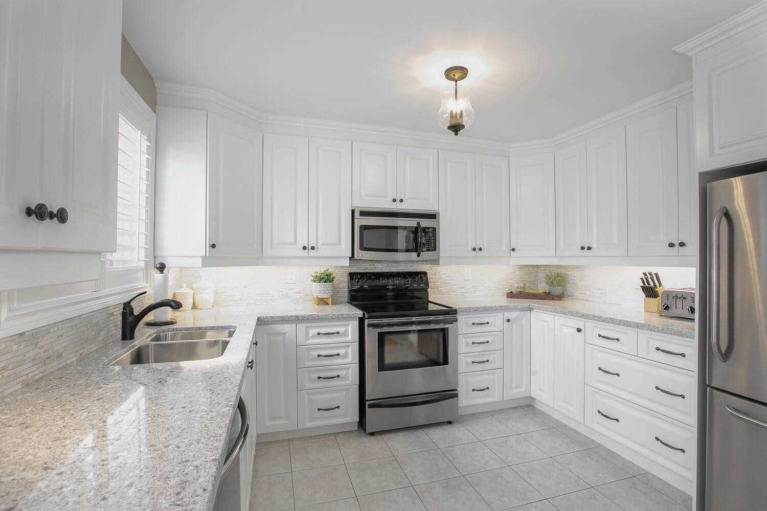 Photo 5: Photos: 190 Dean Burton Lane in Newmarket: Woodland Hill House (2-Storey) for sale : MLS®# N4918510
