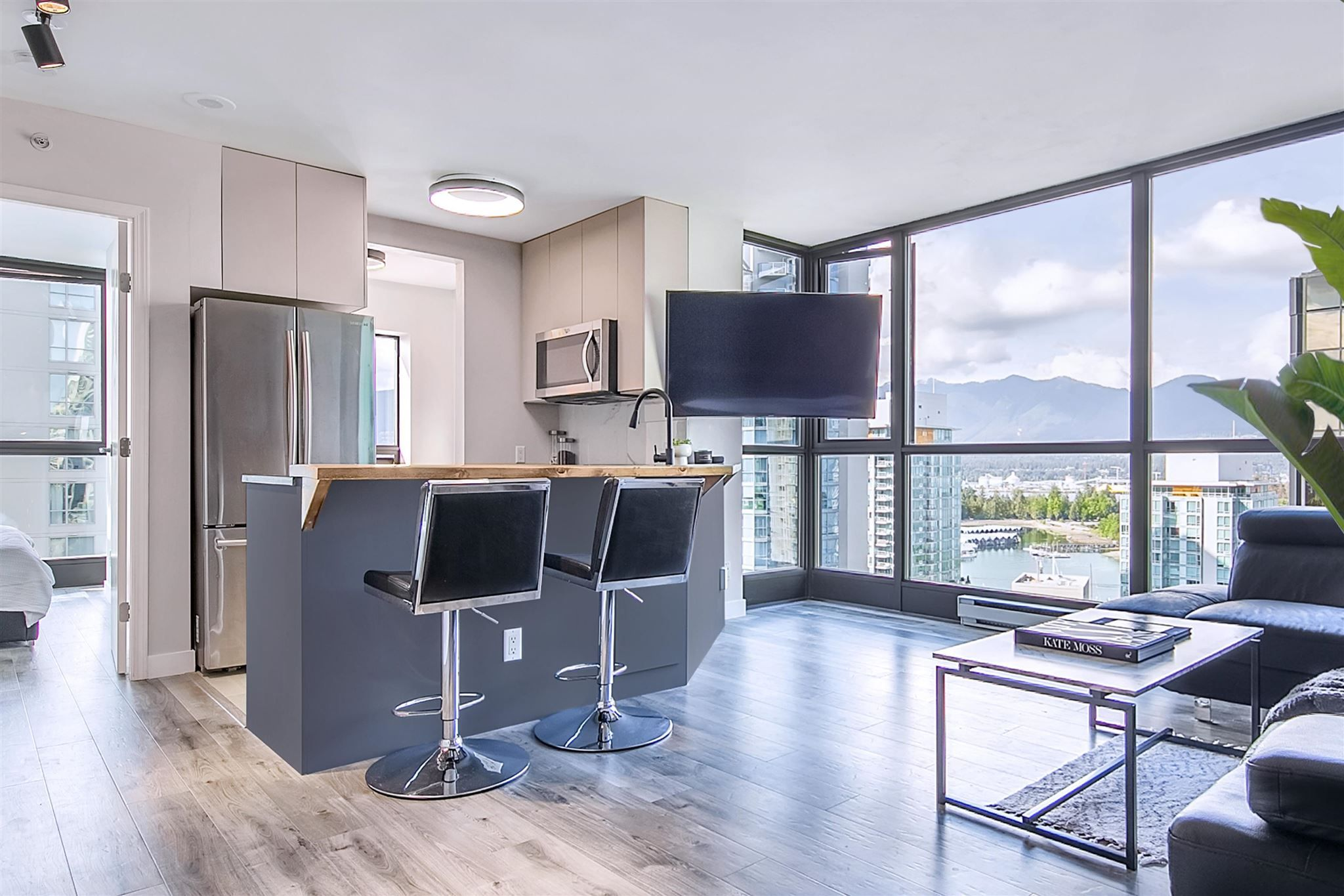 """Main Photo: 1710 1367 ALBERNI Street in Vancouver: West End VW Condo for sale in """"The Lions"""" (Vancouver West)  : MLS®# R2615507"""