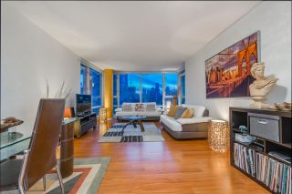 """Photo 2: 1908 1033 MARINASIDE Crescent in Vancouver: Yaletown Condo for sale in """"QUAYWEST"""" (Vancouver West)  : MLS®# R2467788"""