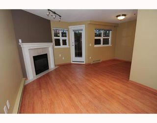 """Photo 4: 105 1515 E 6TH Avenue in Vancouver: Grandview VE Condo for sale in """"WOODLAND TERRACE"""" (Vancouver East)  : MLS®# V745517"""