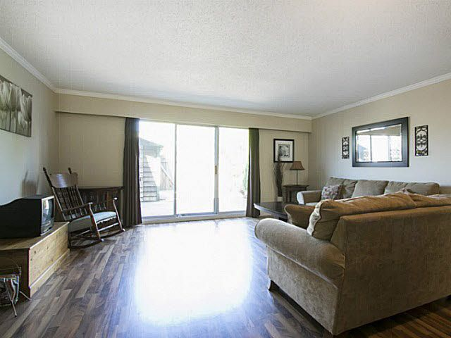 """Photo 5: Photos: 2 4951 57 Street in Ladner: Hawthorne Townhouse for sale in """"THE OASIS"""" : MLS®# V1137084"""