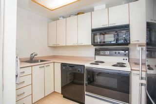 """Photo 14: 408 15111 RUSSELL Avenue: White Rock Condo for sale in """"PACIFIC TERRACE"""" (South Surrey White Rock)  : MLS®# R2590642"""