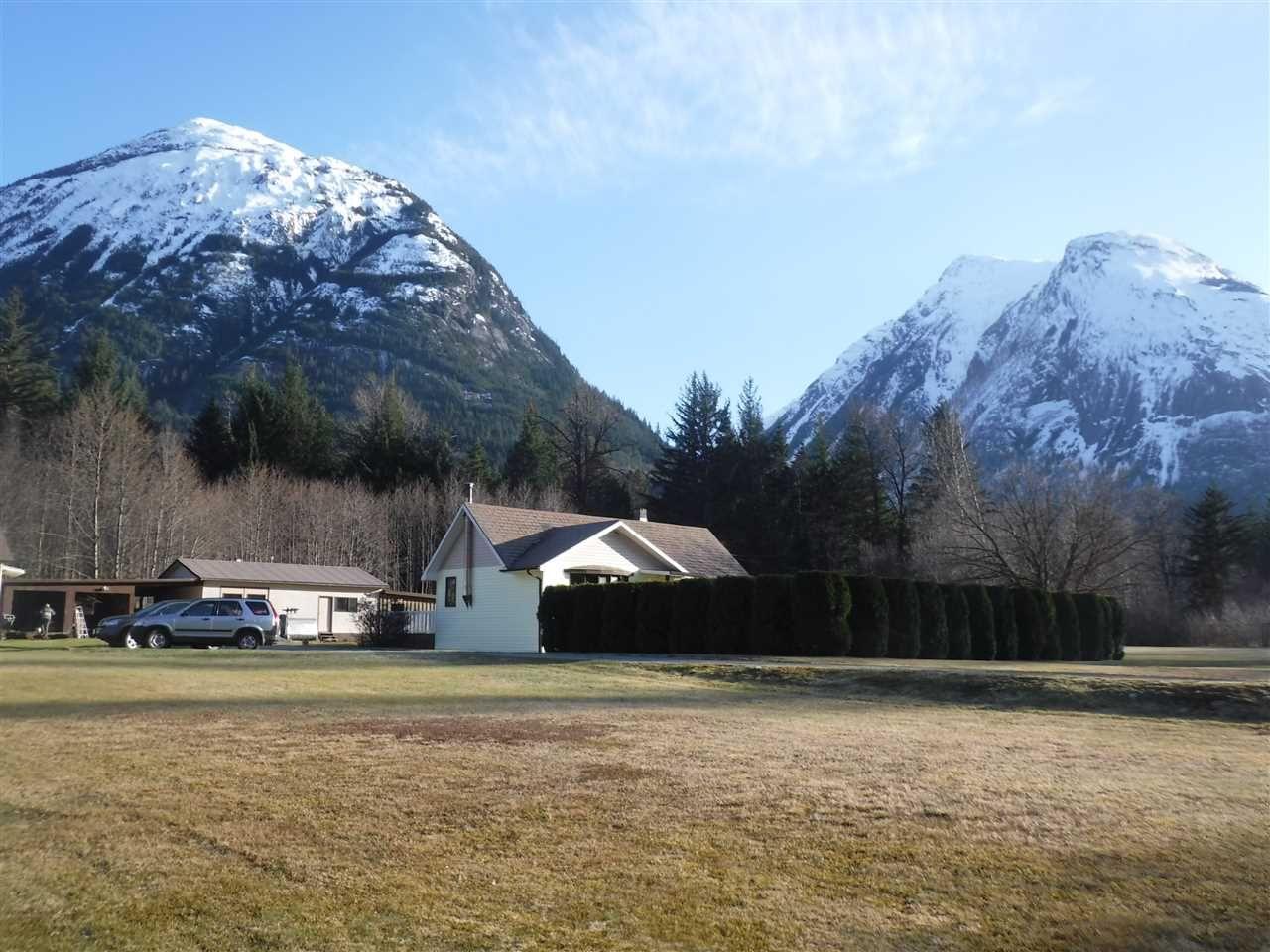 Photo 3: Photos: 1599 MACKENZIE Highway in Bella Coola: Bella Coola/Hagensborg House for sale (Williams Lake (Zone 27))  : MLS®# R2449026