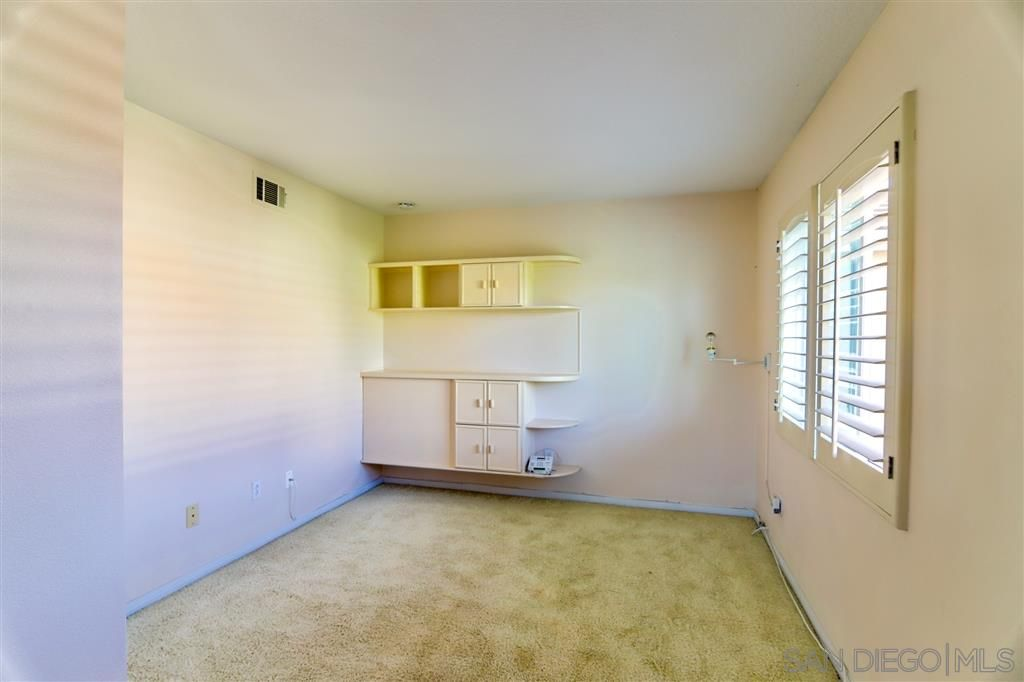 Photo 11: Photos: OCEANSIDE House for sale : 5 bedrooms : 5757 Spur Avenue