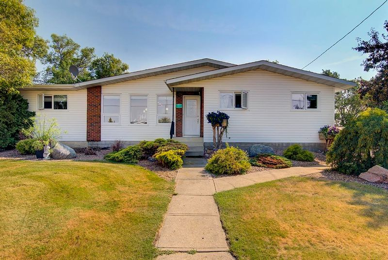 FEATURED LISTING: 4911 49 Street Radway
