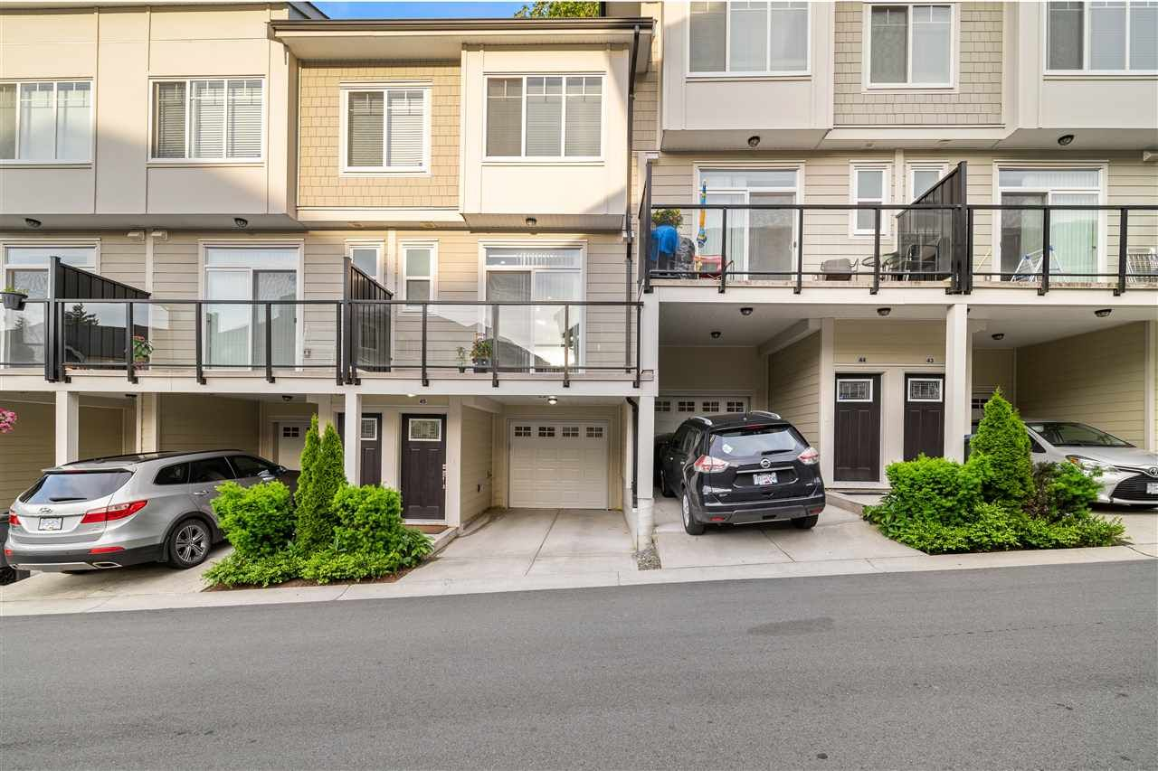 Main Photo: 45 13670 62 Avenue in Surrey: Sullivan Station Townhouse for sale : MLS®# R2462622
